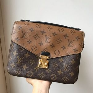 SOLD Louis Vuitton reverse Pochette metis